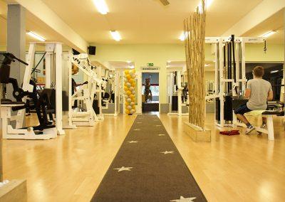 Eingangsbereich Gerätepark für Gesundhietssport und Fitness im Seestern Fitnessclub Süd.