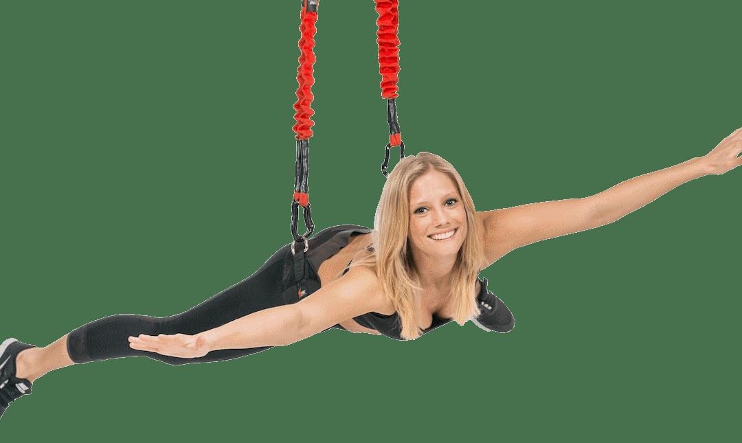 Bungee Fitness mit Frau fliegend