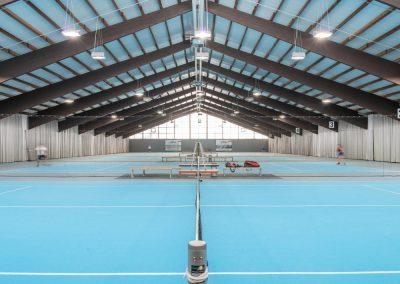 Blick in die Tennishalle im Seestern Fitnessclub Süd in Düsseldorf